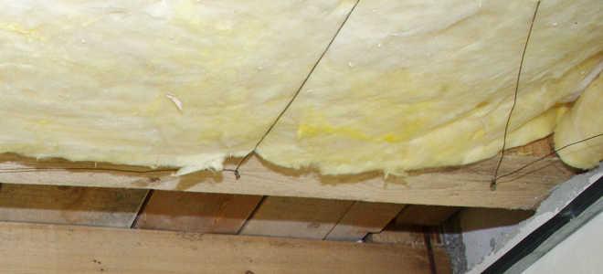 Как крепить утеплитель к потолку