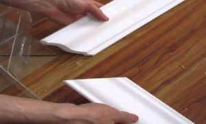 Как отрезать потолочный плинтус под 45 градусов