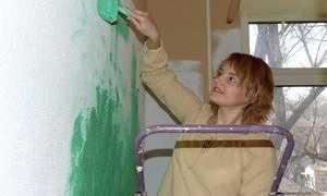 Как покрасить старые обои водоэмульсионной краской